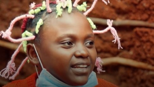 Kenyan corona hairstyle spreads message about pandemic
