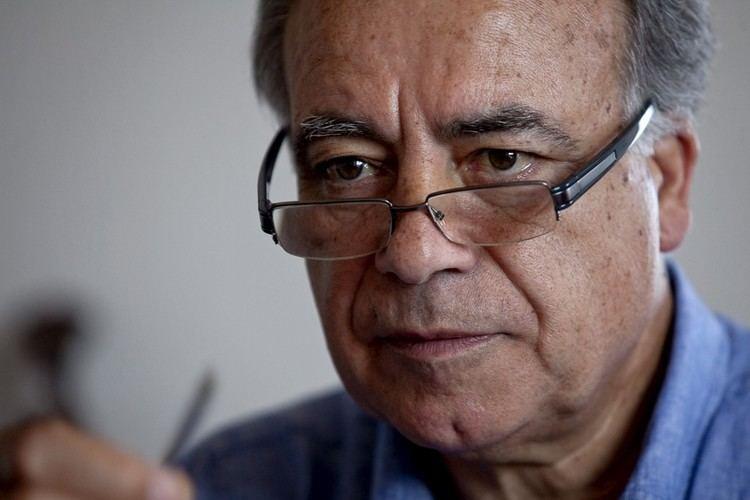 "Manuel Carvalho da Silva awarded with the Portuguese Social Security Medal of Honour<span id=""edit_19902""><script>$(function() { $('#edit_19902').load( ""/myces/user/editobj.php?tipo=destaque&id=19902"" ); });</script></span>"